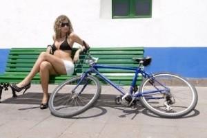 Zgodna djevojka, bicikl