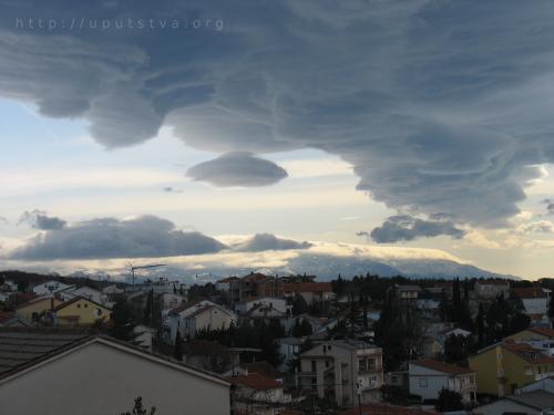 Formacija poprilično neobičnih oblaka